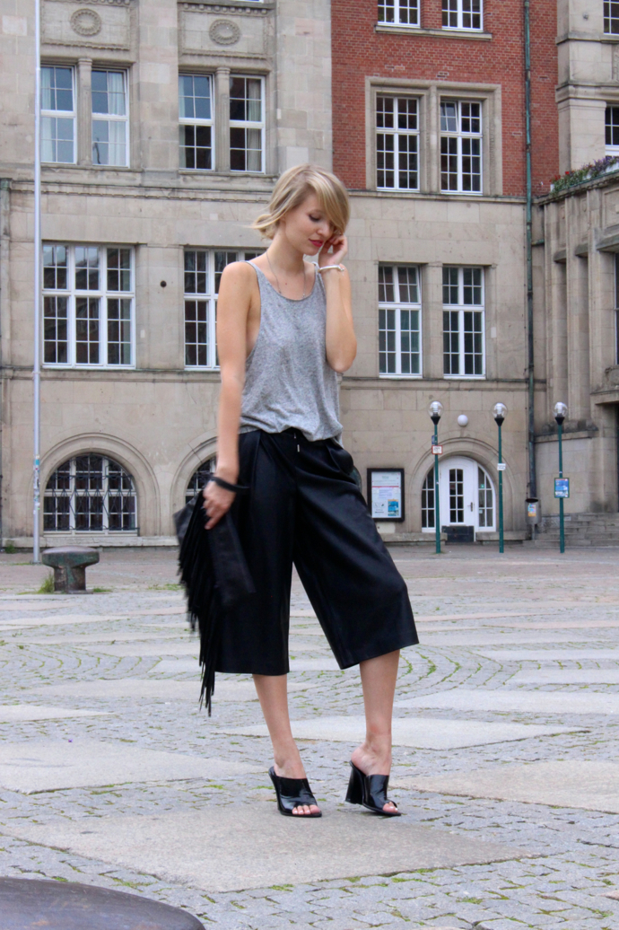ohhcouture_leather_culottes_zara_mules_fringe_black_blogger_03