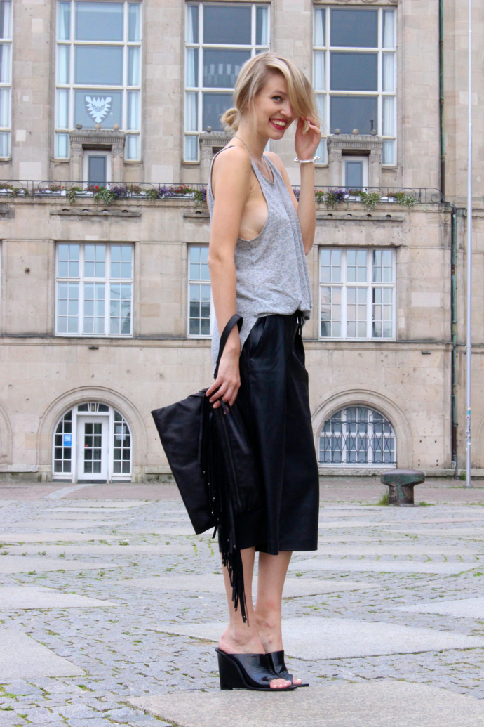 ohhcouture_leather_culottes_zara_mules_fringe_black_blogger_2