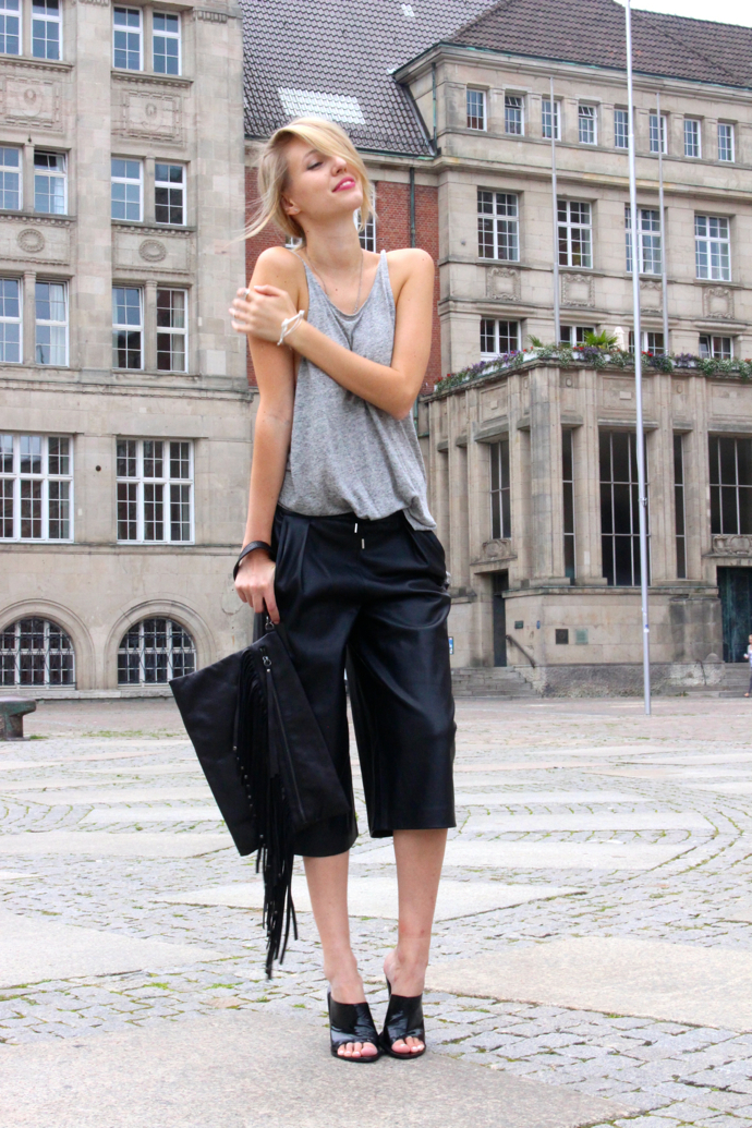ohhcouture_leather_culottes_zara_mules_fringe_black_blogger_5