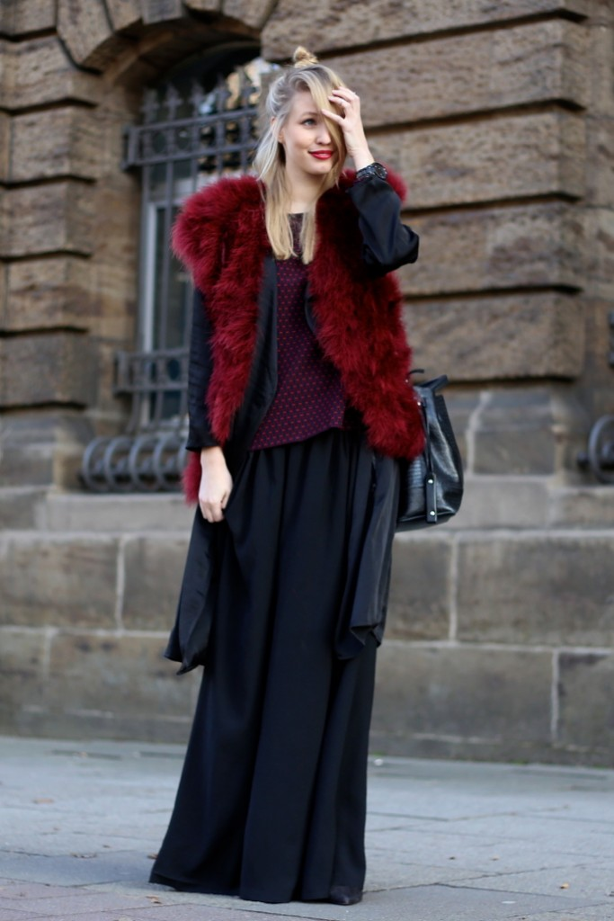 Feather_vest_wide_pants01