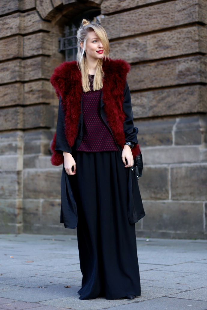 Feather_vest_wide_pants02