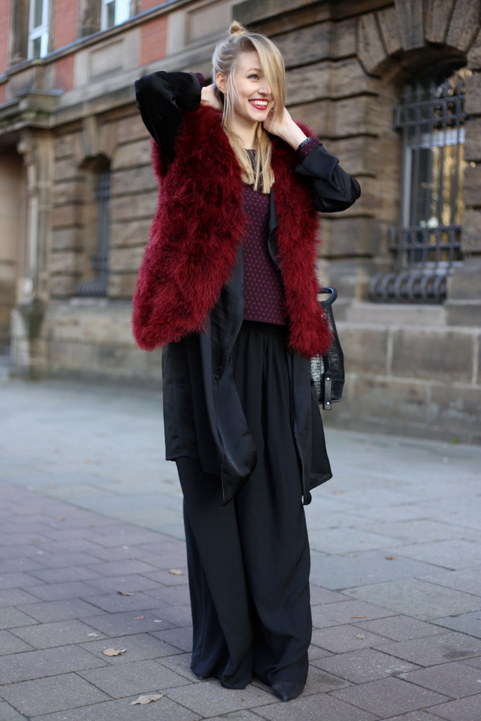 Feather_vest_wide_pants07