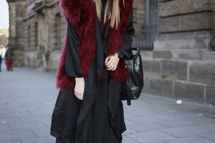 Feather_vest_wide_pants08