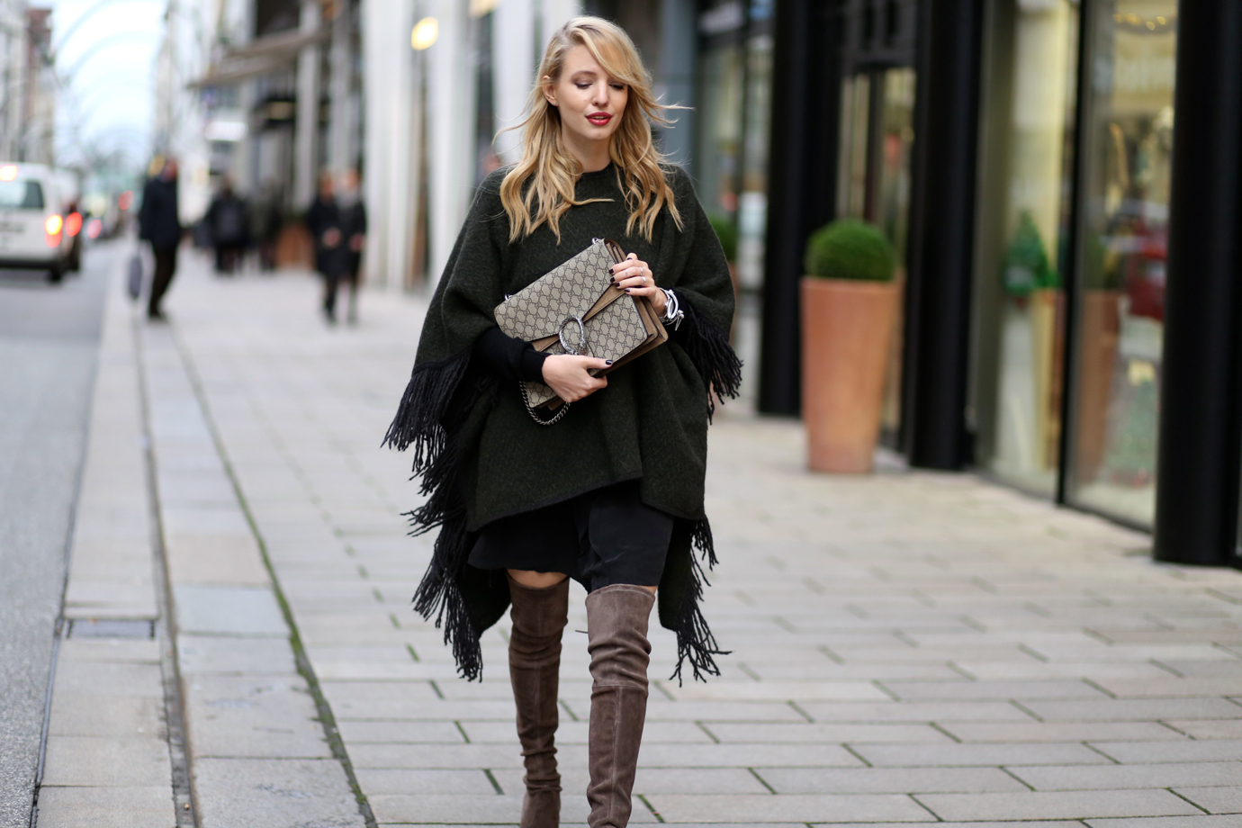 fringe_poncho_closed_over_The_knee_boots_ohhcouture1