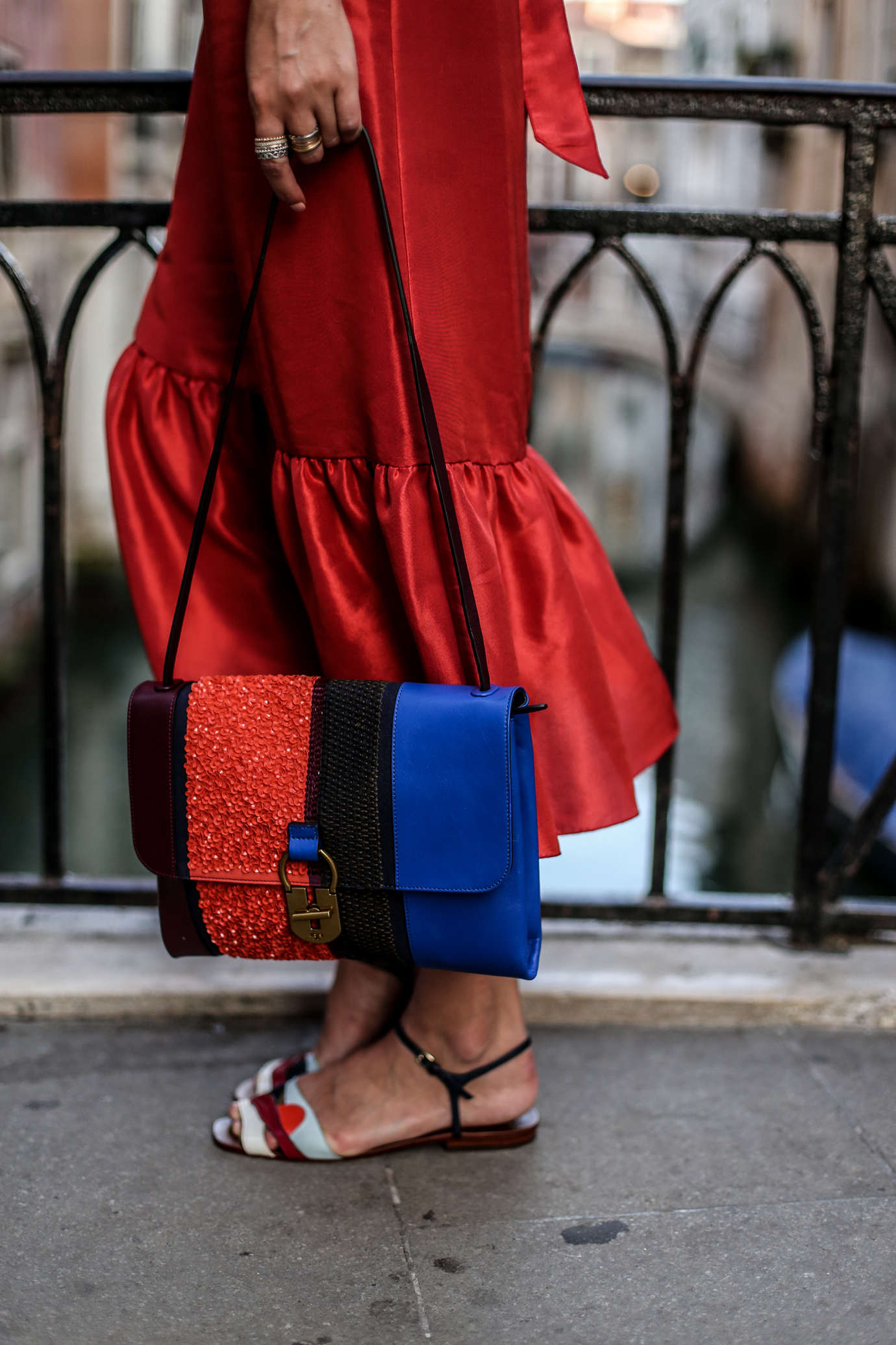 ToryBurch_offshoulder_dress_sandals_bag_ohhcouture_venice3