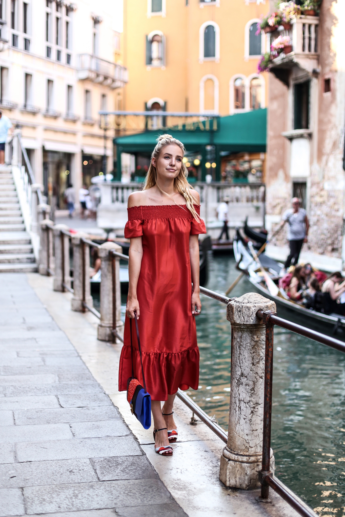 ToryBurch_offshoulder_dress_sandals_bag_ohhcouture_venice6